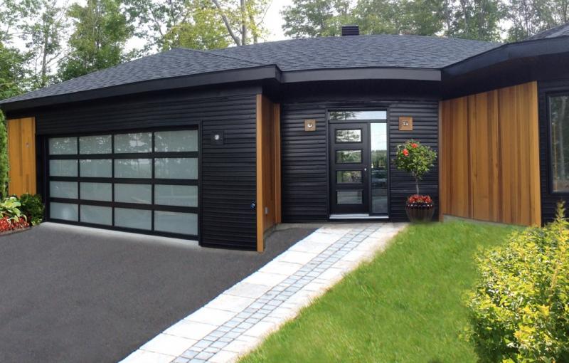 Des portes de garage de grande qualit au saguenay portes ml - Porte de garage noir ...